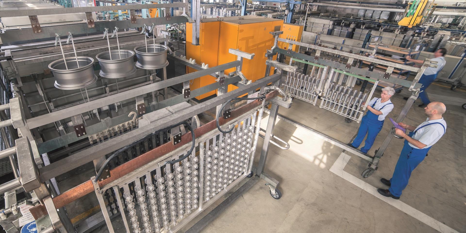 In this plant, workpieces are refined using the KEPLA-COAT® (aluminum and titanium) and MAGOXID-COAT® (magnesium materials).